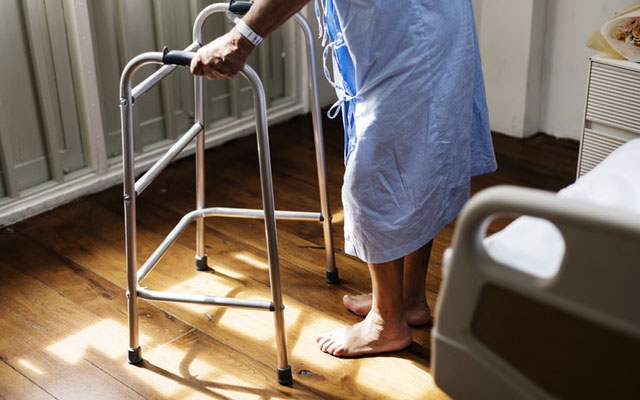 7 Symptoms of Osteoporosis You Are Probably Ignoring